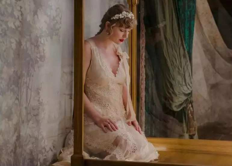 Evermore Willow Taylor Swift